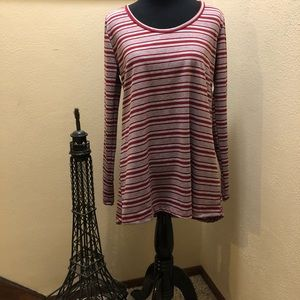 LuLaRoe Red and Grey striped Lynnae top size M NWT